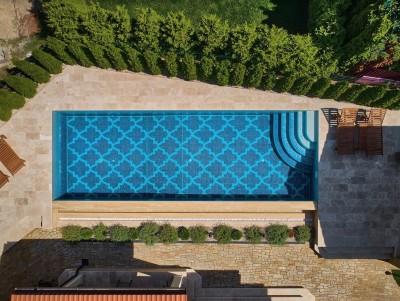 Уникальный переливной бассейн с одним видовым бортом