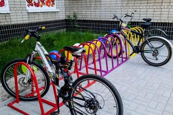 К новому учебному году возле столичных школ появятся велопарковки