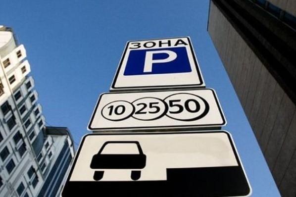 В выходные и праздники во дворе КГГА можно припарковать авто