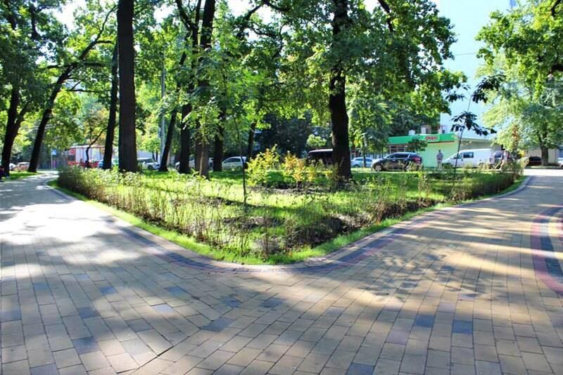 На Соломенке открылся новый сквер с 300-летними дубами
