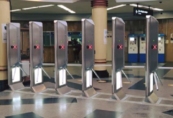 На станции метро «Сырец» установили новые турникеты