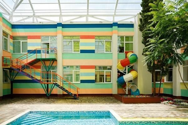 На Оболони открыли детсад с бассейном, крытым двориком и батутом