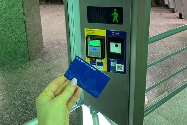 На станции метро «Контрактовая площадь» установили новые турникеты