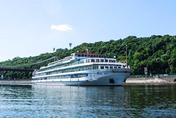 Из Киева по Днепру запустят туристический пароход в Беларусь