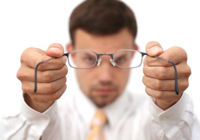 Киевлян с проблемами зрения будут оперировать бесплатно