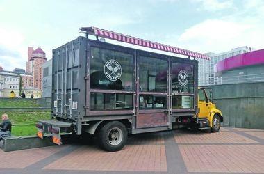 На замену МАФам: в Киеве появляются грузовики-рестораны