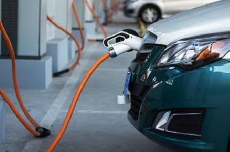 В столице откроют 50 зарядных станций для электрокаров