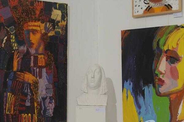 300 женских портретов: в Киеве открылась новая выставка