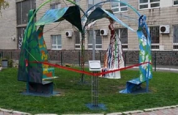 На территории КНУТД установили арт-объект, воплощающий силу дизайна