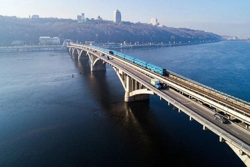 В Киеве ремонтируют мост метро