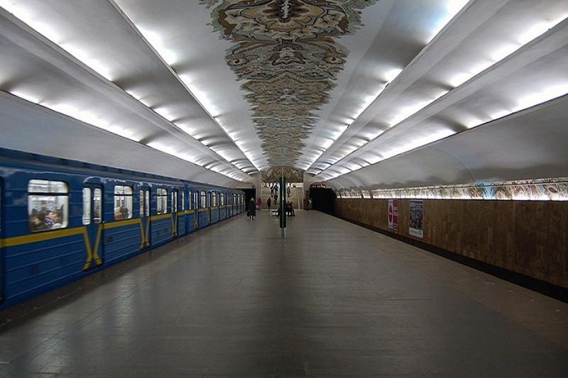Власти Киева планируют сократить количество рекламы в метро