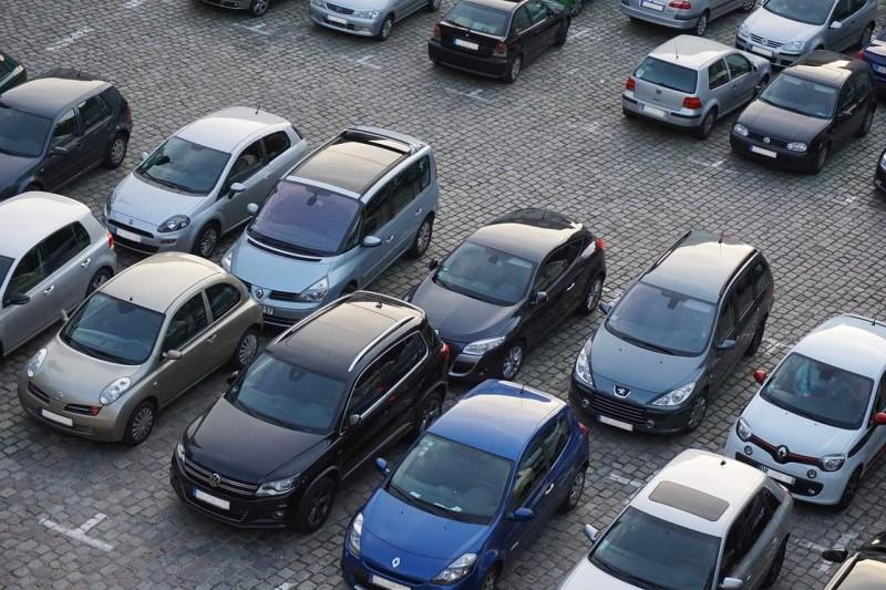 Киевсовет открыл свой двор для парковки всех желающих