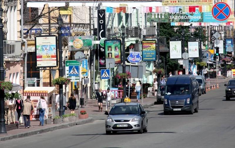 В течение августа в Киеве убрали более 600 незаконных рекламных средств