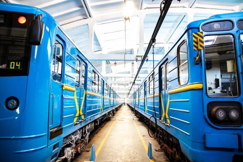 Сегодня киевское метро будет работать на час дольше: причина