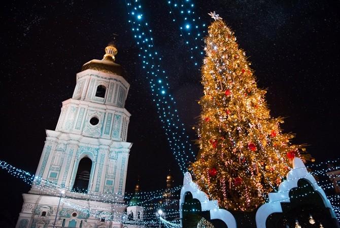 На Софийской площади установят искусственную елку