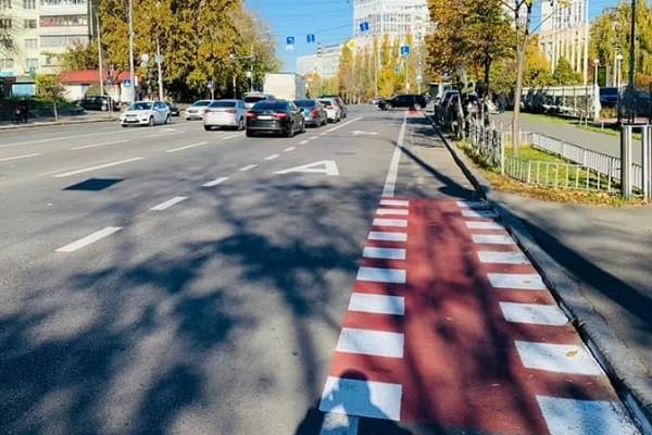 На улице Соломенской обустроили велополосы