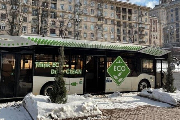 В Киеве на пару дней на маршрут вышел электробус