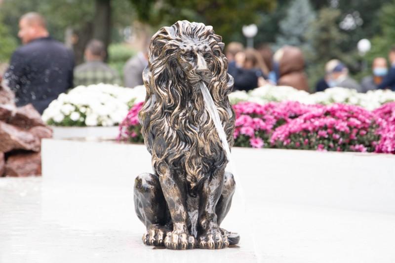 В Киеве открыли Мюнхенский сквер с фонтаном: фото
