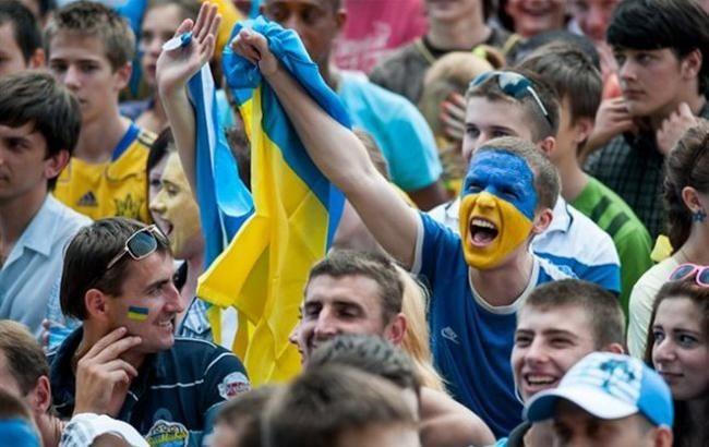 Киевляне увидят большой футбол: болельщикам разрешили вернуться