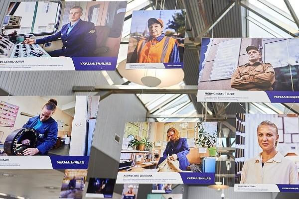 «Обличчя залізниці»: на Киевском ж/д вокзале открыли фотовыставку