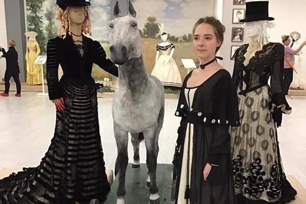 Киевлян приглашают на выставку старинного костюма