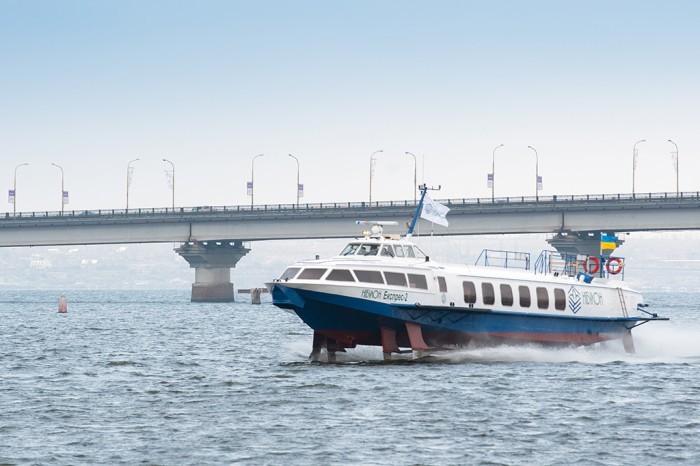 Из Киева в Канев запустили первый скоростной теплоход