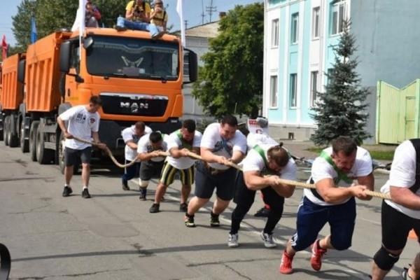 На Хрещатике устроят соревнования по перетягиванию грузовиков