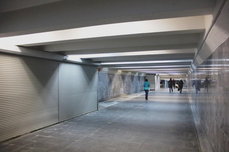 В переходах метро убирают пожароопасные точки торговли
