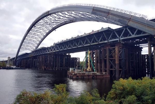 Строительство Подольско-Воскресенского моста идет круглосуточно