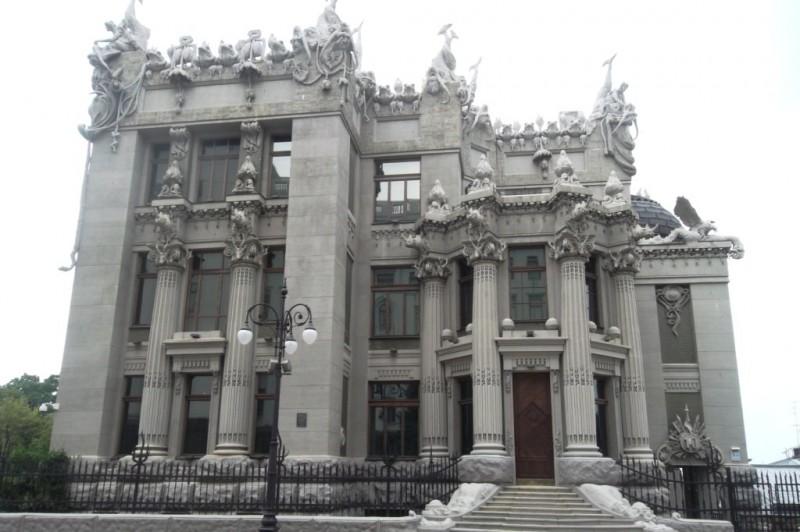 Дом с химерами: как выглядит необычное здание внутри