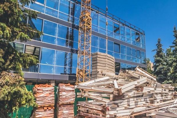 В Киеве ремонтируют кинотеатр «Зоряный»: как идут работы