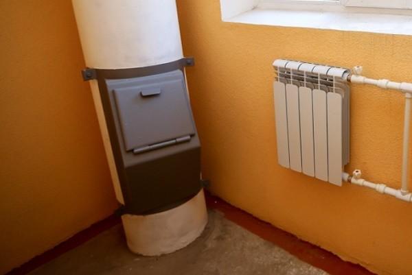 В столичных многоэтажках законсервируют мусоропроводы