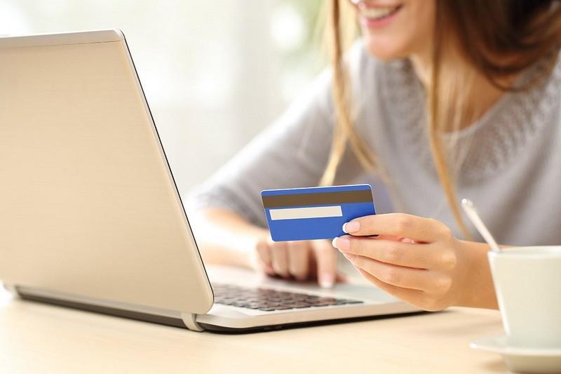 Деньги в долг на карту online и круглосуточно от CreditUp