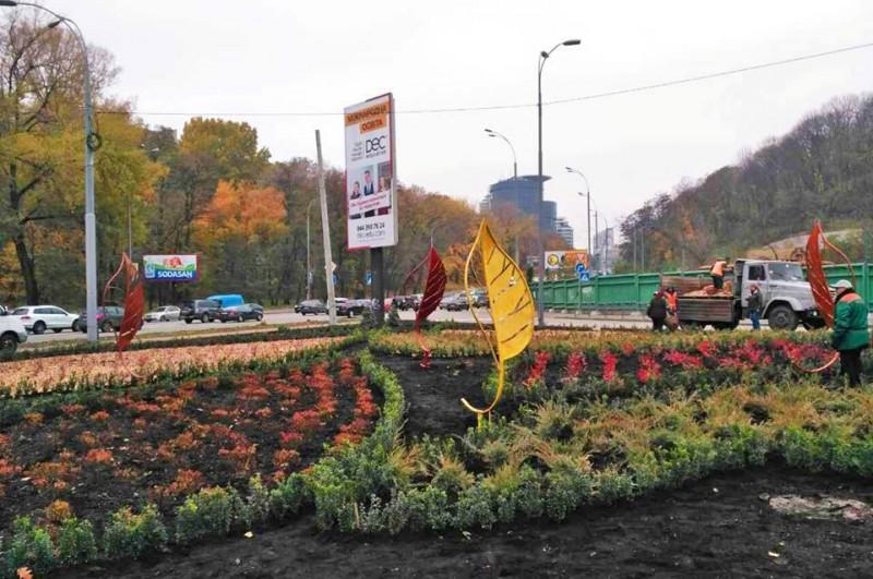 В Киеве обновили площадь Героев Великой Отечественной войны