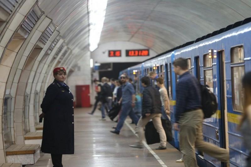 В столичном метро появились терминалы по продаже е-билетов