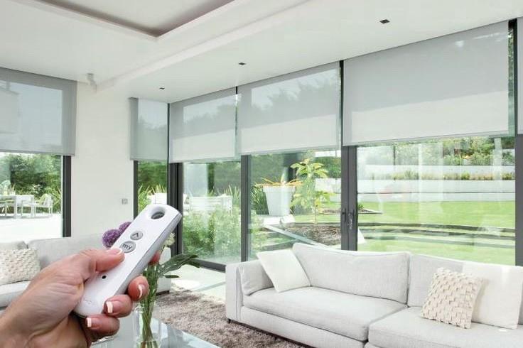 Автоматические рулонные шторы: особенности и преимущества