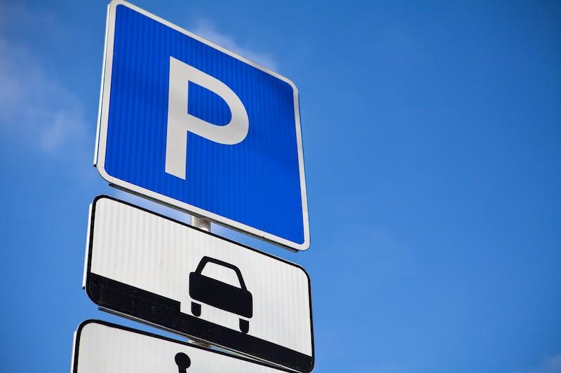 В Киеве вступили в силу новые правила парковки: что нужно знать