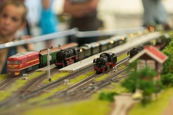 Киевлян приглашают на выставку миниатюрных железных дорог