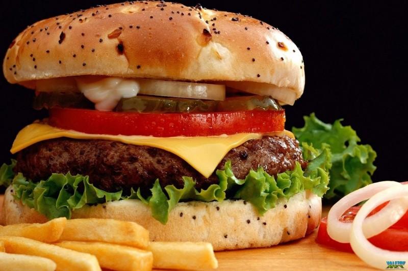 В киевском McDonalds появились официанты