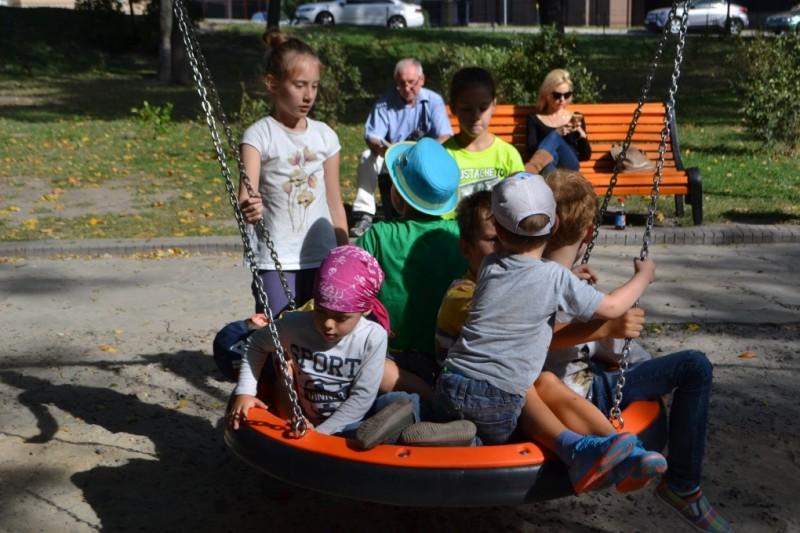 В Мариинском парке на детской площадке установили инклюзивные элементы