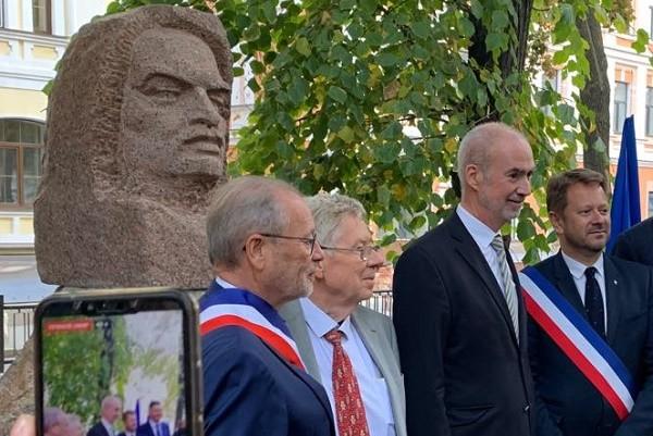 В Шевченковском районе столицы открыли бюст Оноре де Бальзака