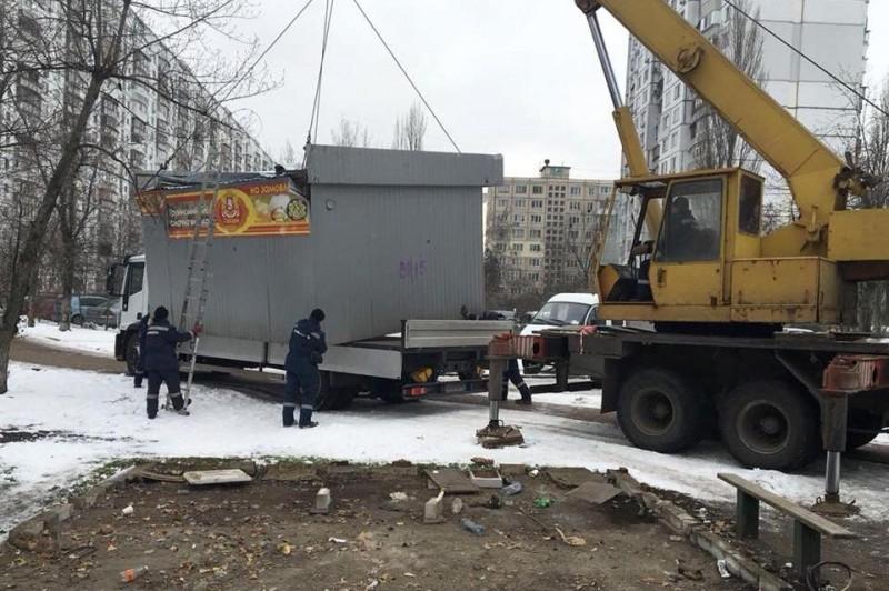 На прошлой неделе в Киеве убрали 48 незаконных сооружений