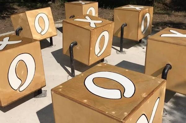 В парке «Победа» появились интерактивные «крестики-нолики»