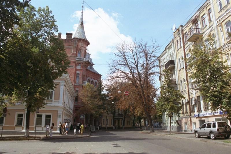 Новый Ярославов Вал: историческую улицу очистили от рекламы