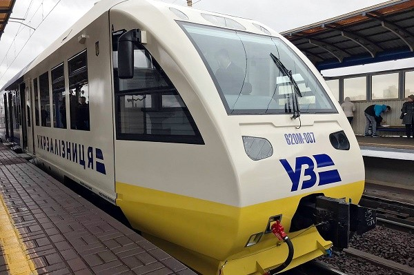 Из Киева в аэропорт «Борисполь» начал курсировать сдвоенный экспресс
