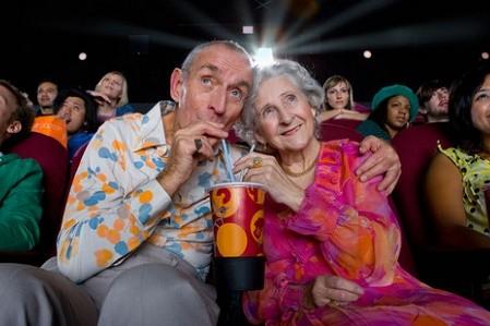 В кинотеатре «Жовтень» проходят бесплатные киносеансы для пожилых людей