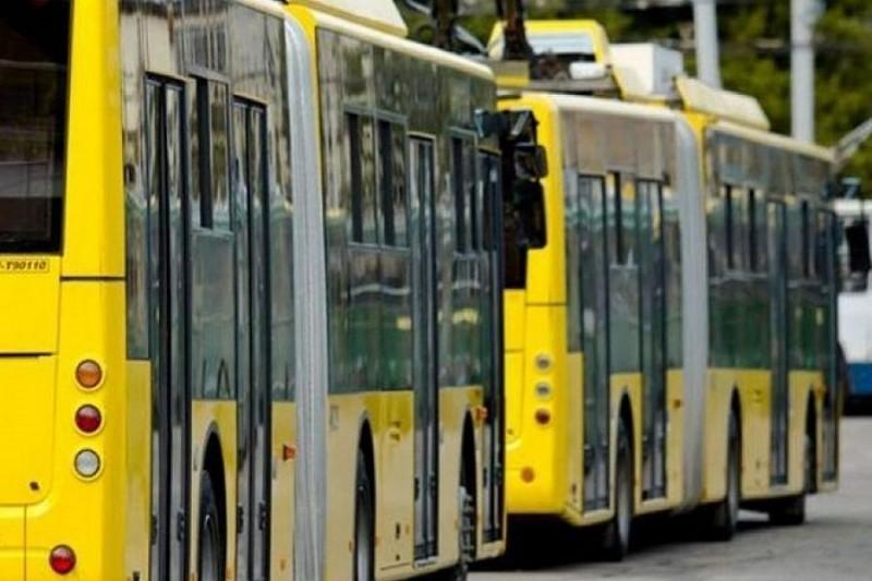 В общественном транспорте остановки будут озвучиваться на английском