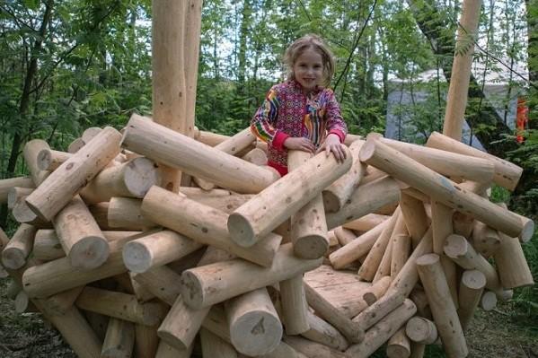 На Виноградаре появилась первая в Киеве детская екоплощадка