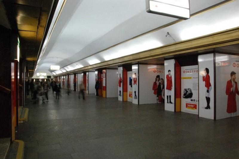 Киевское метро хотят очистить от рекламы