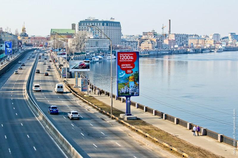 На Набережном шоссе стало меньше рекламы